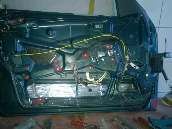 Fahrertür mit EFH und Kabelstrang für E-Sitze ist weitgehend komplett