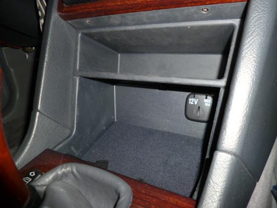 Handschuhfachablage - Ersatz für den verbauten Aschenbecher in der Mittelkonsole